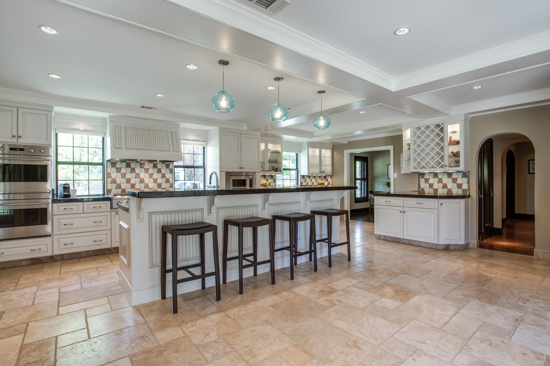 6700_Lakeshore_kitchen