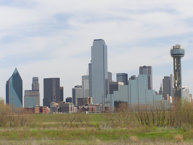 The Dallas skyline as viewed from North Beckley Avenue, the eastern border of East Kessler Park (Photo by David Herrera, via Flickr)