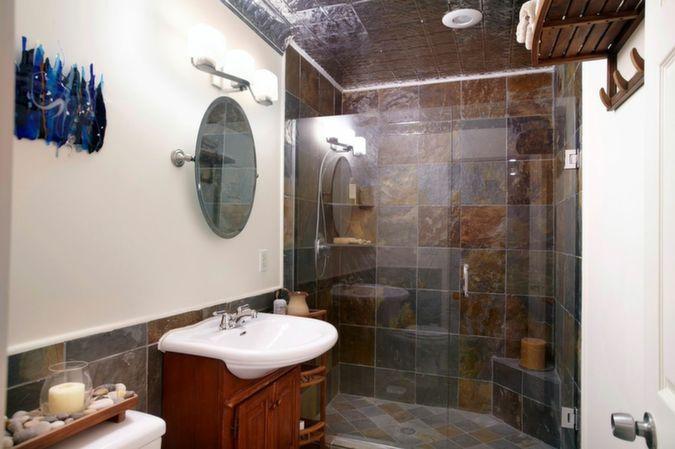 15_guest_bath_upstairs