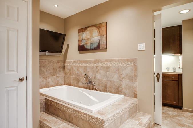 1136-turner-11-bath