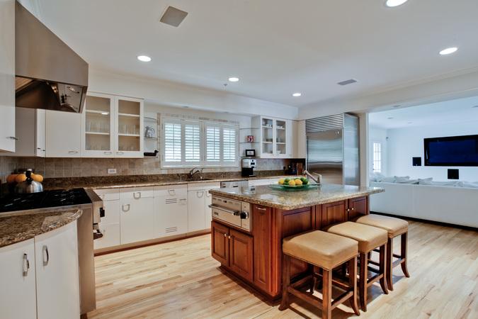 6301_mercedes_16_kitchen
