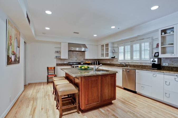 6301_mercedes_17_kitchen