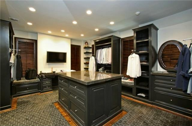3801 Normandy_closet