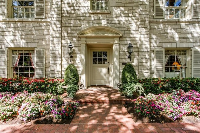 48457222-24272 Bordeaux Avenue is offered by Mary Lou Mercer and Elliott & Elliott Group for $4,200,000
