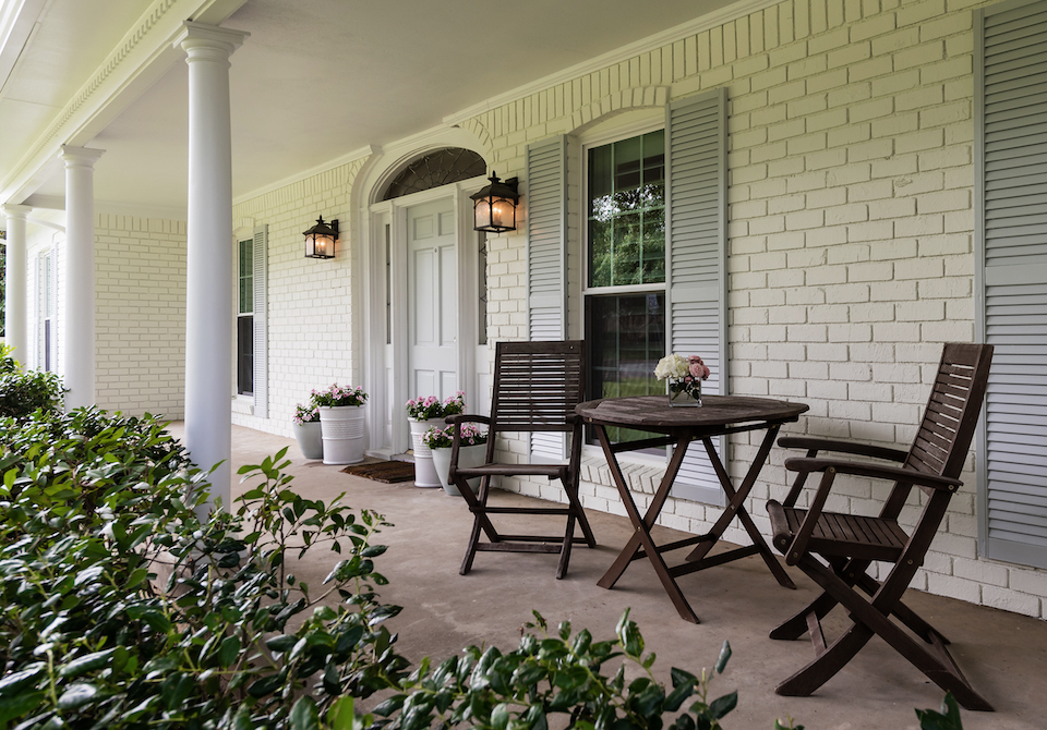 10 Porches for Summer Lounging